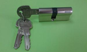 """Секретен патрон """"DT1""""Никел.С палец по ДИН.С  3 ключа.Различни размери."""