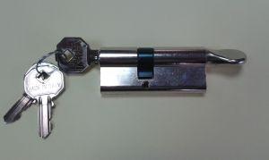 """Секретен патрон """"PREFER""""30/40мм.С ръкохватка от дългата страна .С 3 ключа.С палец по БДС."""