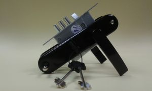 Брава ПРО САМ касова основна 55/50 мм..С 3 ключа.В комплект с дръжки.