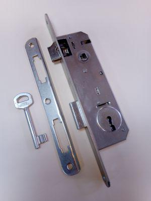 Брава Метал с обикновен ключ балконска 90/30 .