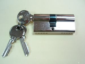 Секретен патрон СORBIN.С палец по ДИН.Никел.С 3 ключа.Различни размери.