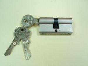 Секретен патрон GEGE АP2000.С палец по ДИН.Никел.С 3 ключа.Различни размери.