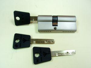 """Секретен патрон """"MUL-T-LOCK 7х7""""Никел.Спалец по ДИН или УНИВЕРСАЛЕН.С 3 ключа.Различни размери."""