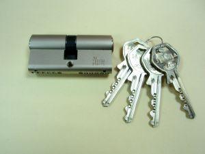 """Секретен патрон """"GEGE P EXTRA"""" Никел.С палец по ДИН.С 4 ключа.Различни размери."""