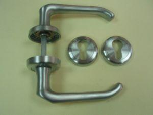 Дръжка MERAK розетка за обикновен ключ ф 50мм.сат.хром.